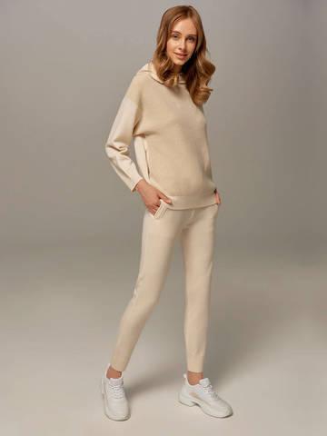 Женский джемпер молочного цвета с капюшоном - фото 5