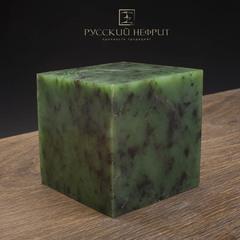 Образец нефрита. Зелёный нефрит качества модэ с средним крапом. Образец №9