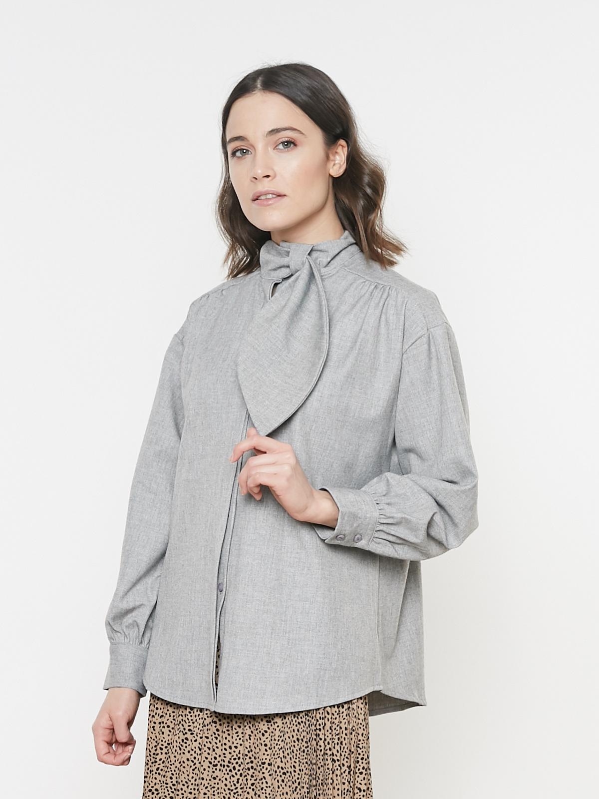 Блуза с манжетами и галстуком