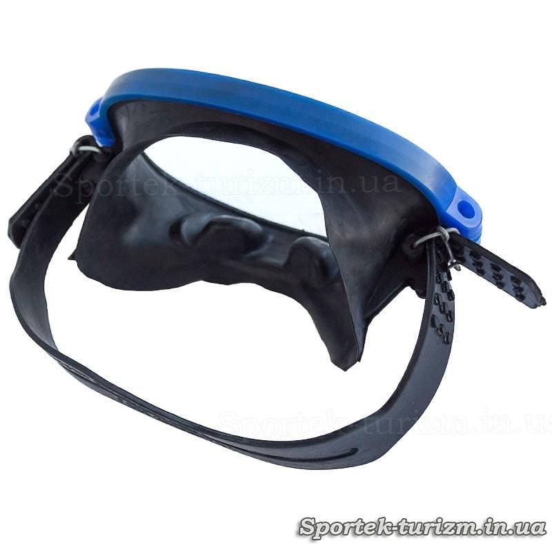 Вид сзади на маску для подводного плавания Акванавт