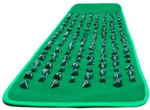 Массажный коврик с камнями обеспечивает массаж стоп, способствует у...