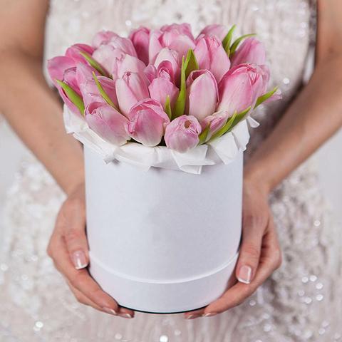 Шляпная коробка с розовыми тюльпанами WHITE
