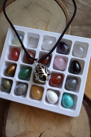 Набор из 20 камней в форме яйца 16*22 мм с кулоном