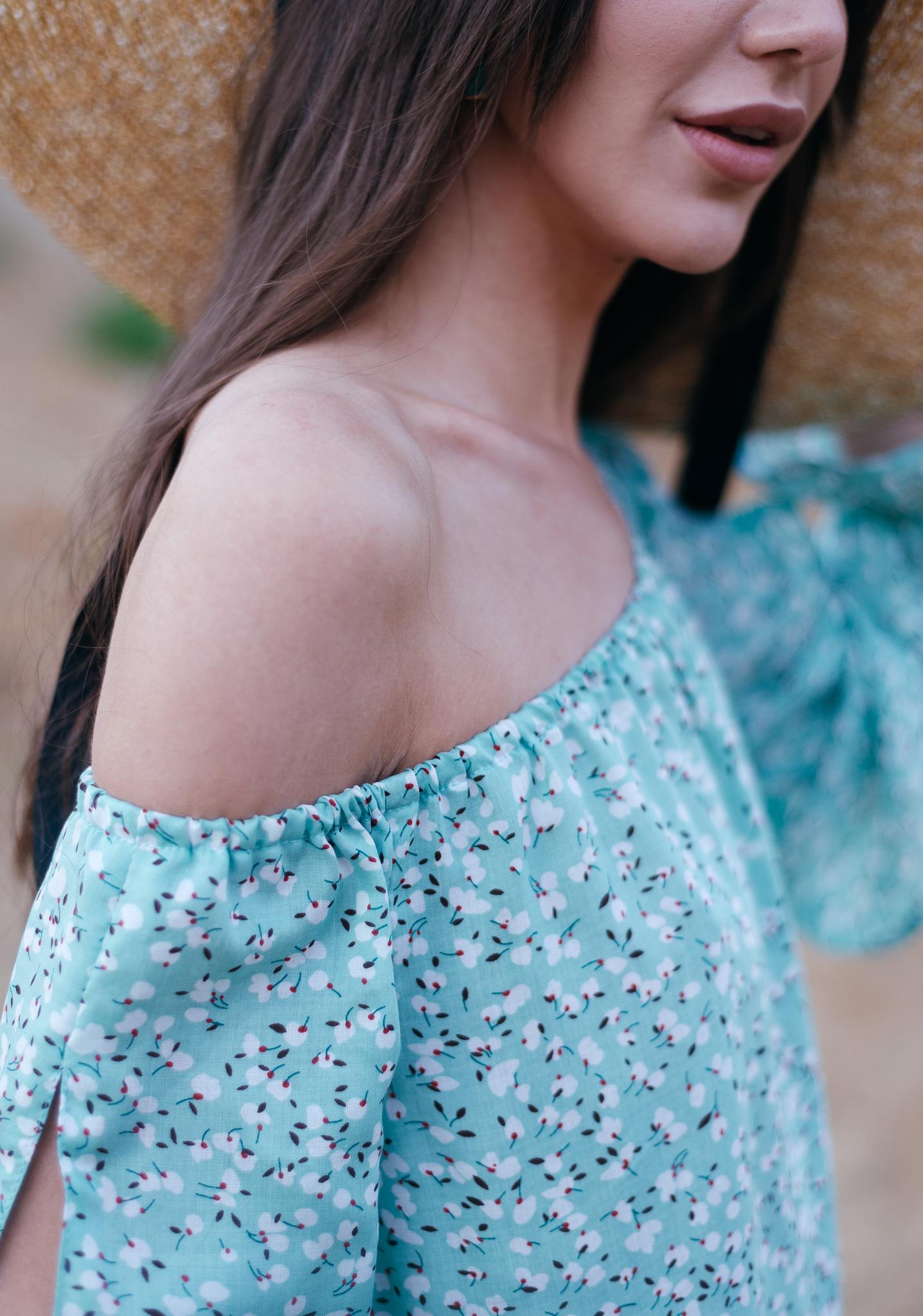 Платье - сарафан А силуэта с открытыми плечами из штапеля