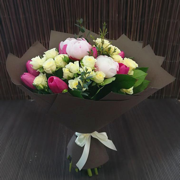 Купить в Перми букет с пионами, тюльпанами, розами
