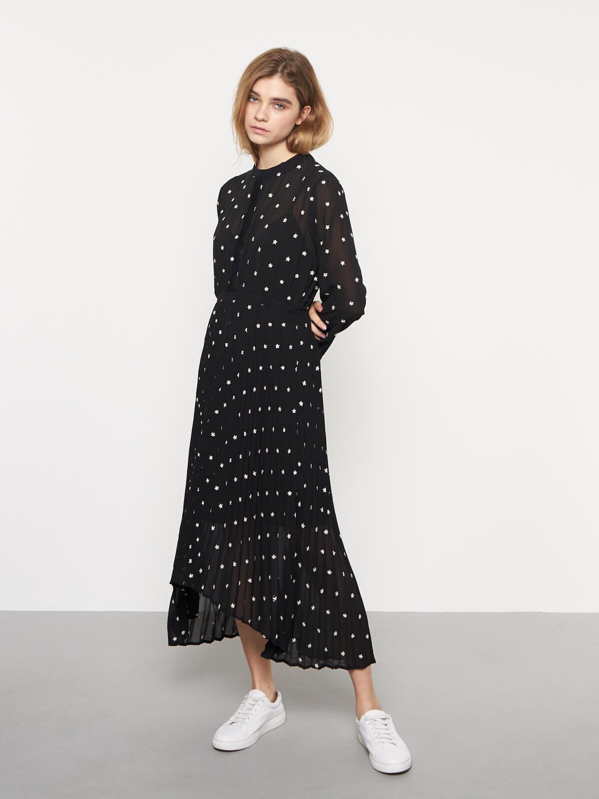 Платье плиссе с вышивкой