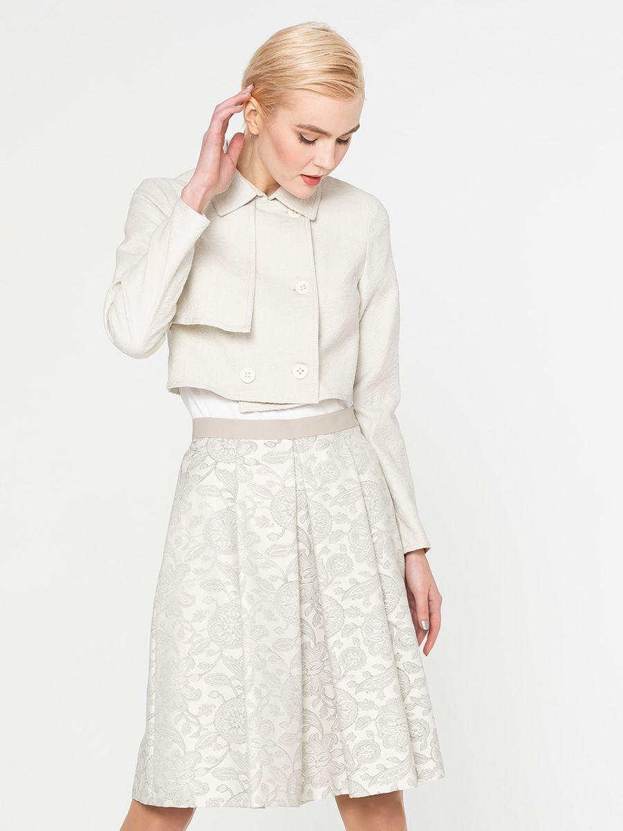 Жакет Д494-561 - Стильный укороченный жакет из жаккардовой ткани. Двубортная модель прямой формы с отлетной деталью на правой груди. Хорошо сочетается как с нарядными платьями, так и в стиле Casual с джинсами, платьями или брюками.