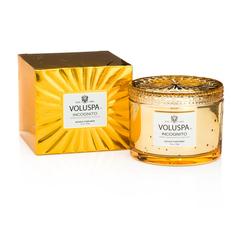 Ароматическая свеча Voluspa Инкогнито в подарочной коробке