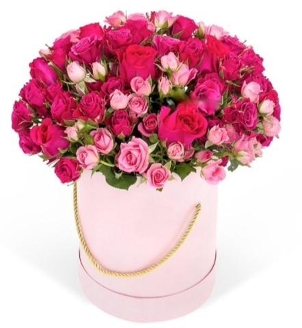 Розы в шляпной коробке кустовые (15шт) и одноголовые (9шт) в ассорт.
