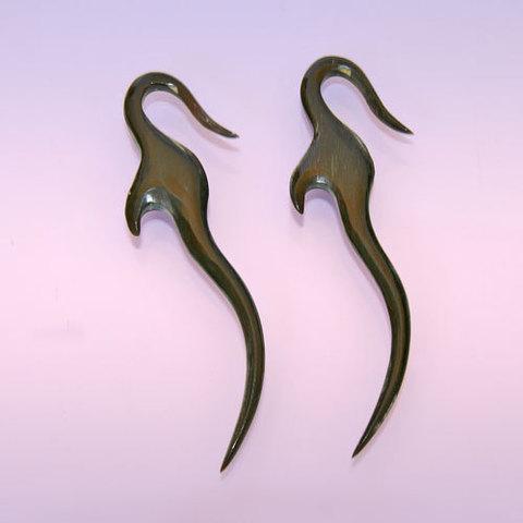 Cерьги. Изящные свисающие серьги из рога. Индонезия