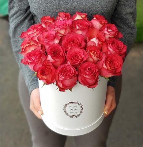 Коробка с алой розой
