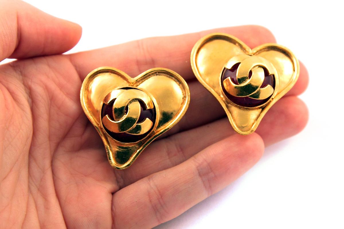Стильные клипсы в виде сердец с Грипуа от Chanel