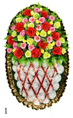 Венок украшенный цветами гвоздик и роз