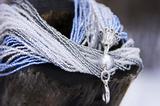 Бисерное ожерелье из 36 нитей серебристо-голубое