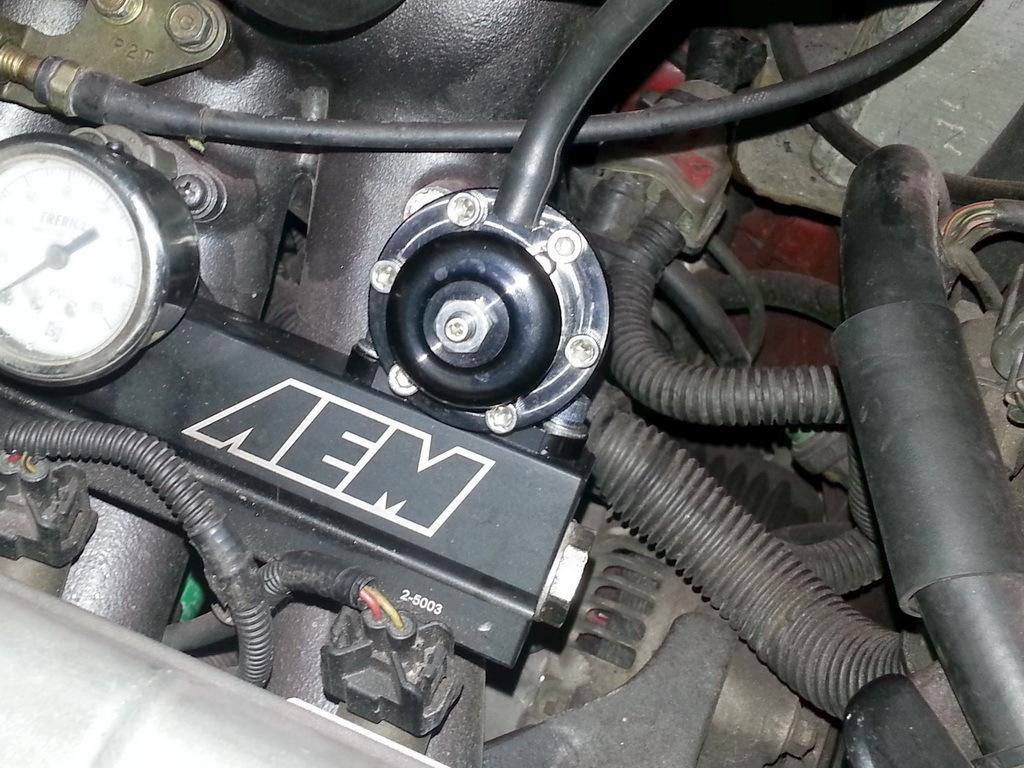 установленный регулятор на рейку AEM