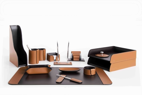 Набор на стол руководителя 14 аксессуаров из кожа Cuoietto цвет табак.