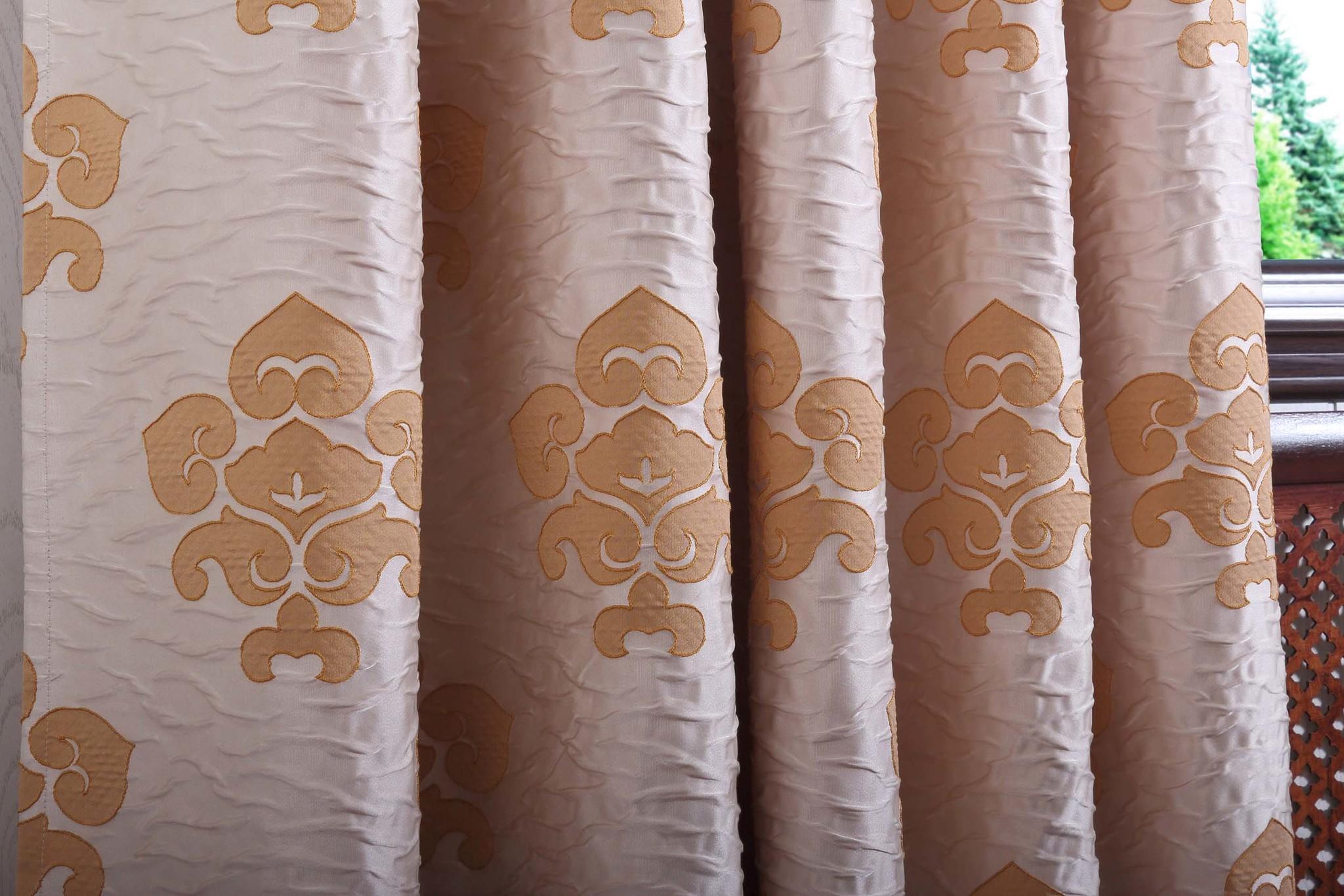 Regina. Штора с классическим орнаментом из тафты.