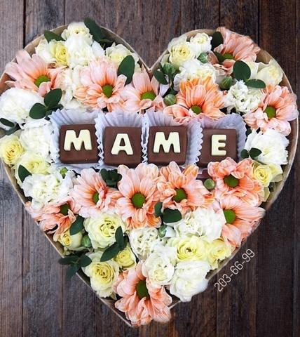 Цветы и шоколадные буквы «Маме» #18162