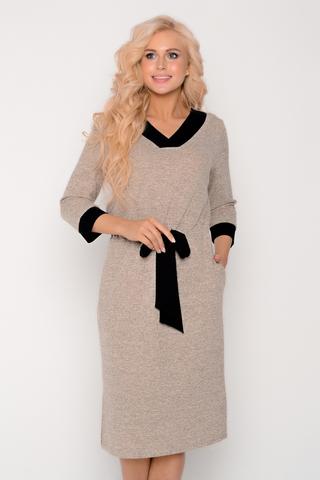 Стильное, уютное платье ждёт свою обладательницу. Платье с V-образным вырезом на кулисе с модным бантом. Очень удобные карманы. Идеальный вариант для прохладных деньков.