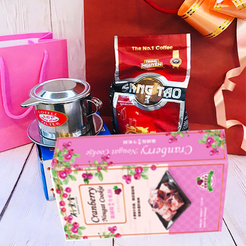 https://static-eu.insales.ru/images/products/1/7558/293371270/coffe_and_sweets_set_2020.jpg
