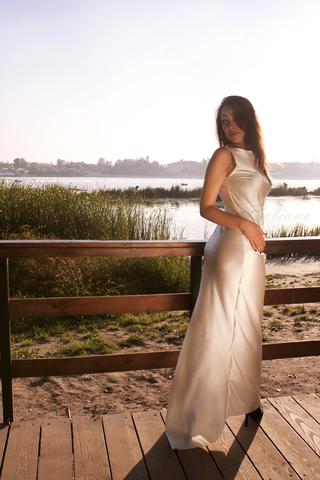 Роскошное длинное платье в пол из натурального шелка со шлейфом