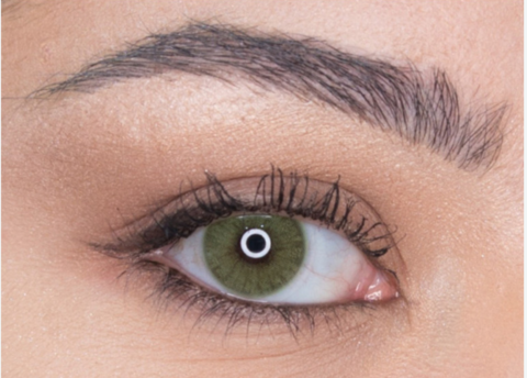 зеленые линзы на темных глазах