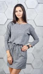 Ксена. Практичное молодежное платье. Серый