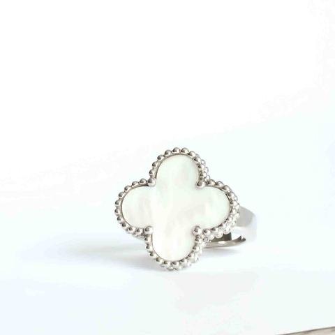 Кольцо Trendy из серебра с перламутром-клевер