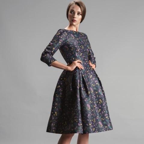 1b1ad47e043 Короткое платье с пышной юбкой и рукавами