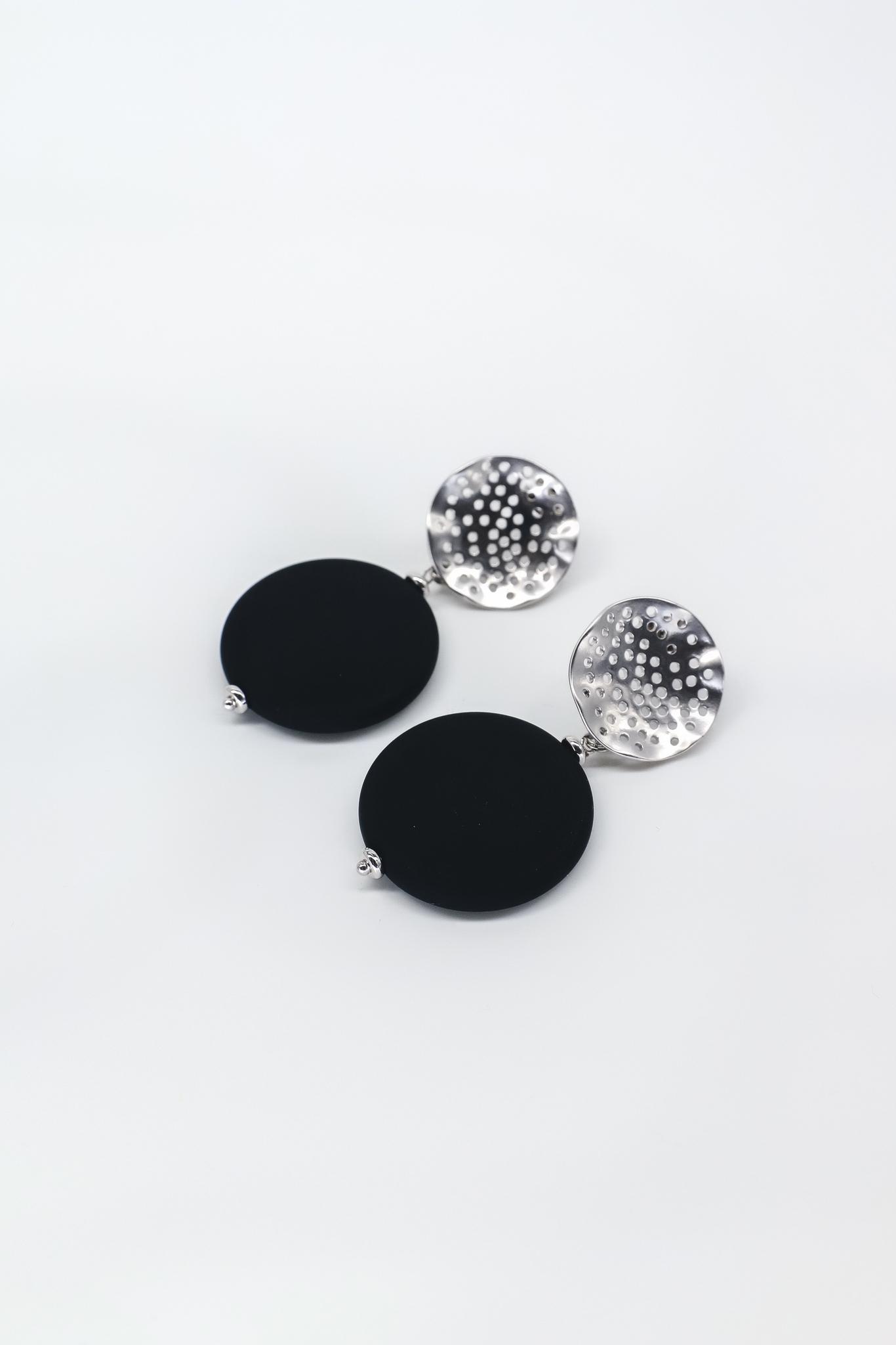 Серьги мятый металл с круглым силиконовым элементом  оптом и в розницу