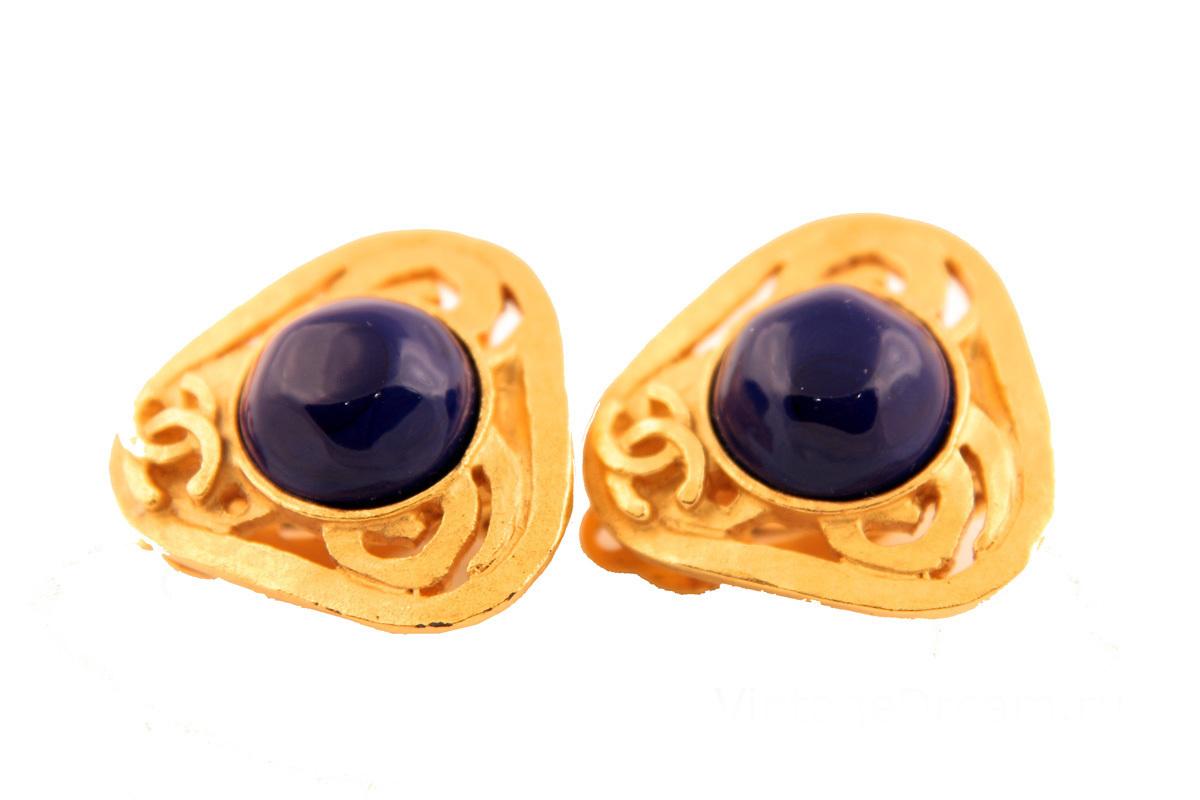 Стильные клипсы с синим стеклом Gripoix от Chanel