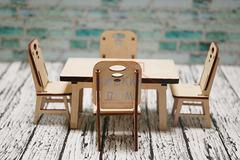 Деревянный игрушечный стол со стульями Graver Master Kids