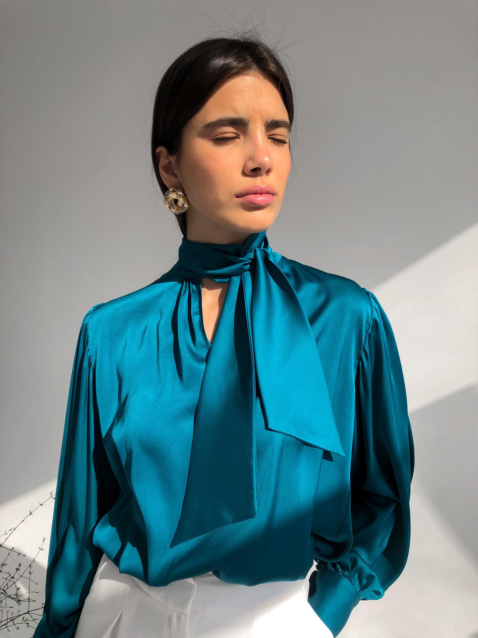 Блуза шелковая однотонная с бантом (морская волна)