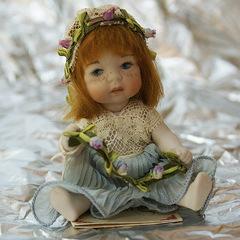 Кукла фарфоровая коллекционная Marigio Angelo в светло-сером