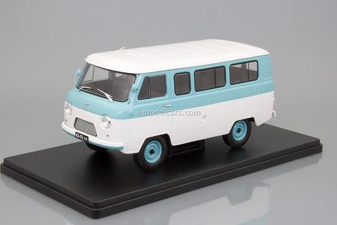 UAZ-452V white-blue 1:24 Legendary Soviet cars Hachette #20