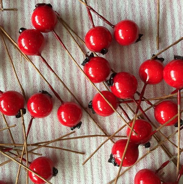 Красные ягодки, 1 см