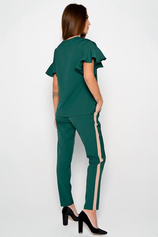 Ультра модный брючный костюм. Оригинальная вставка контрастного цвета в виде лампас отлично завершит Ваш образ.   (Длина: верх-63 см,брюки-98 см;)