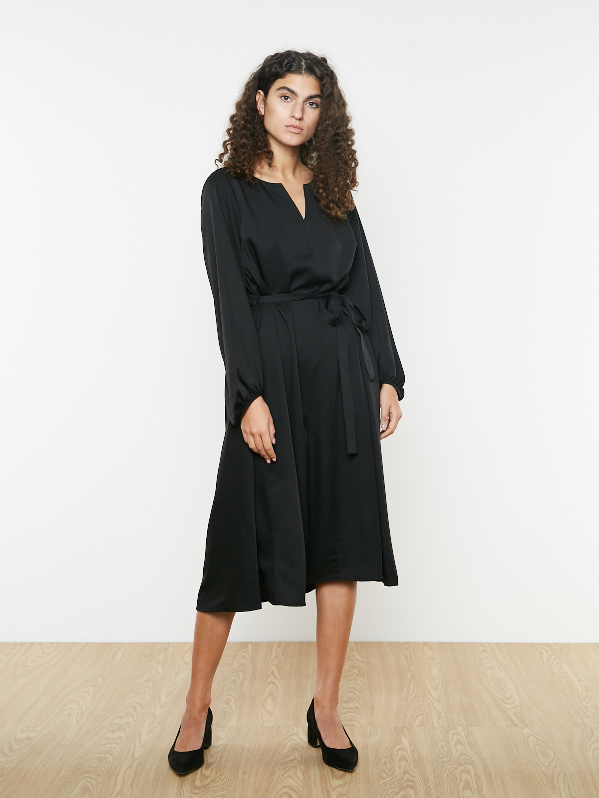 Платье свободное с поясом-затяжкой