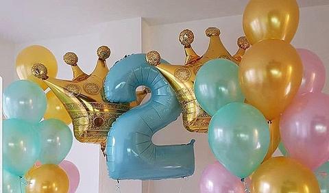 Нежные букеты шаров с цифрой и коронами