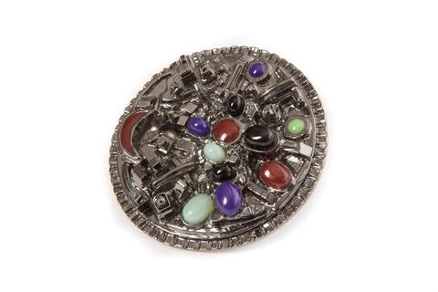 Роскошное крупное кольцо со стеклом Грипуа от Chanel.