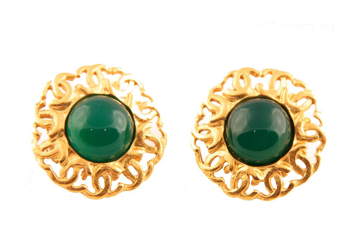 Элегантные клипсы с зеленым стеклом Gripoix от Chanel