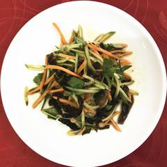 221 Салат черные грибы с овощами