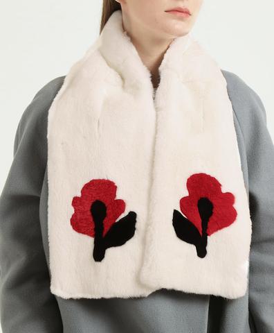 Шарф симметричный белый с красными цветами
