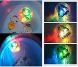 Добавьте цвета в повседневные водные процедуры с помощью светильник...