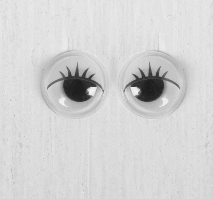 Глазки двигающиеся круглые.