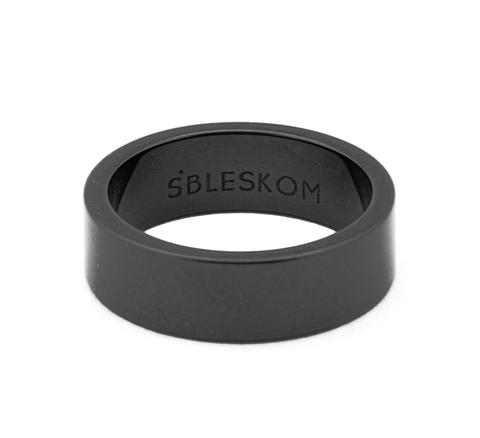 Широкое черное керамическое кольцо