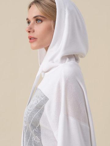 Женский джемпер белого цвета с принтом и капюшоном - фото 4