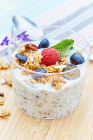 Гранола с йогуртом и семенами Чиа