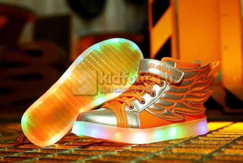 Светящиеся кроссовки с крыльями с USB зарядкой Бебексия (BEIBEIXIA), цвет оранжевый серебряный, светится вся подошва. Изображение 3 из 16.