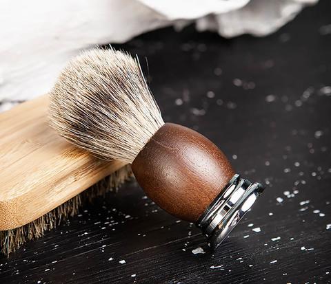 Помазок из барсука с деревянной рукояткой